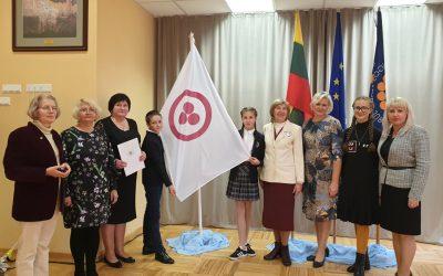 Taikos vėliava – Palangos Vlado Jurgučio pagrindinei mokyklai