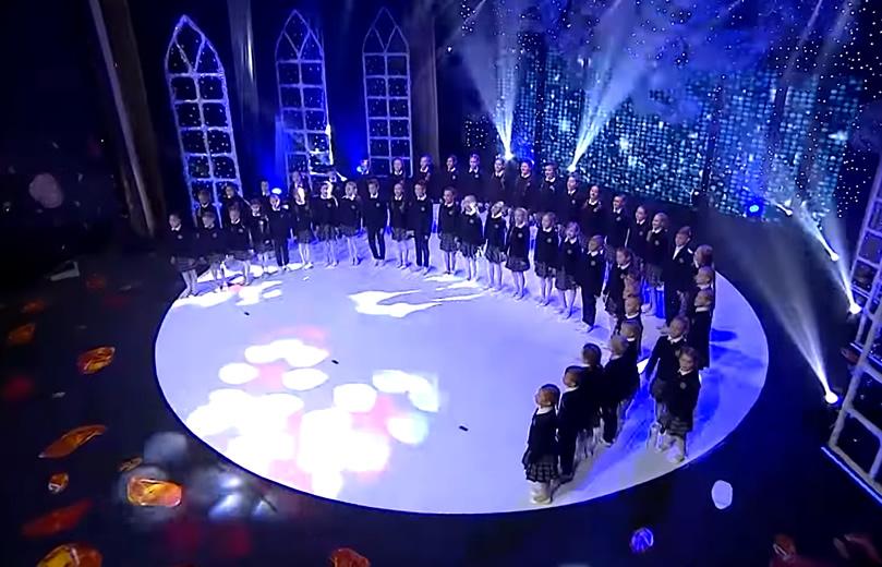 """Palangos Vlado Jurgučio progimnazijos mokinių choro """"Vėtra"""" atliekama daina """"Vaikai po lelijom"""""""