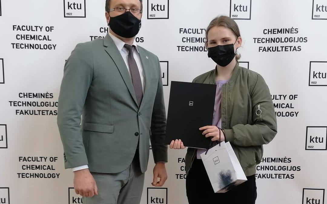 Emilia Sebeckis, Palangos Vlado Jurgučio progimnazijos 8a klasės mokinė, puikiai pasirodė respublikiniame chemijos konkurse